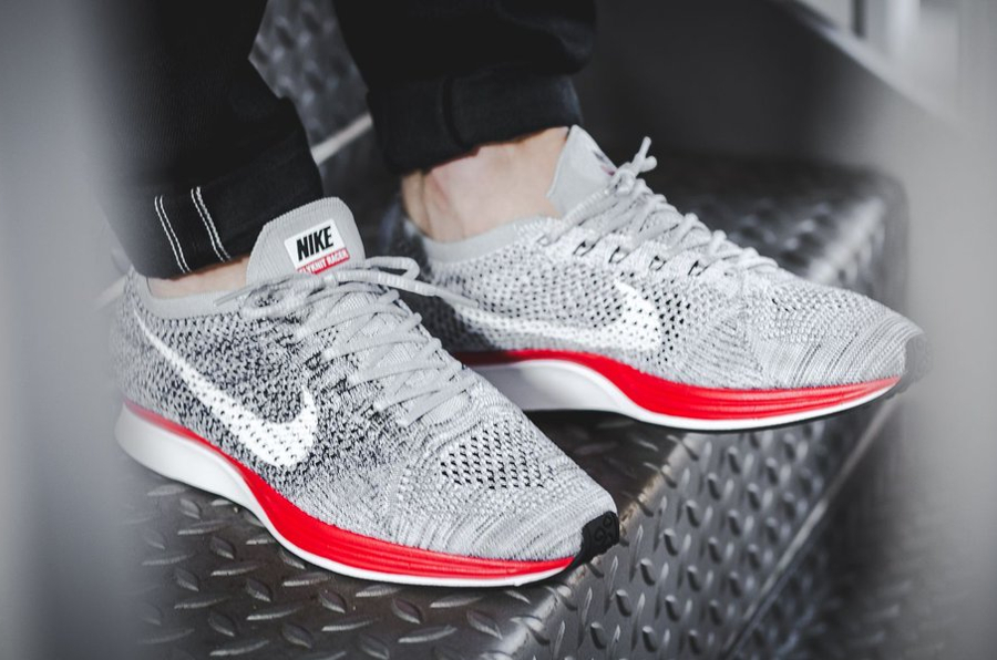 Basket Nike Flyknit Racer No Parking Wolf Grey Red (2)