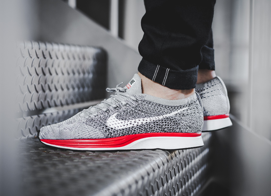 Basket Nike Flyknit Racer No Parking Wolf Grey Red (3)
