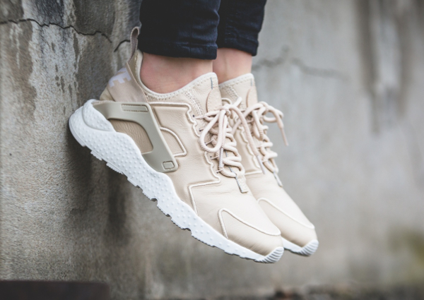 Basket Nike Wmns Air Huarache Ultra Run SI Oatmeal (1)