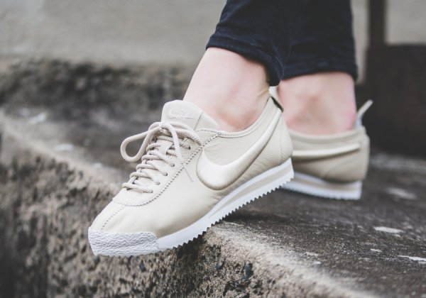 Nike Cortez Leather Lux beige Chaussures Baskets femme