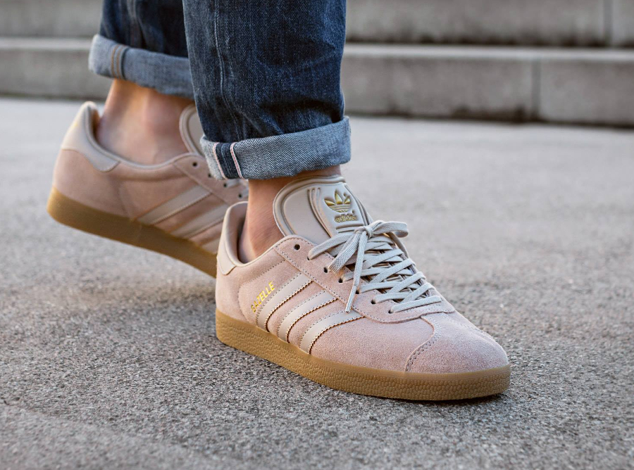 the best attitude b68a6 0ded8 Chaussure Adidas Gazelle Suede Sand Clay Brown Gum (daim beige) (1)