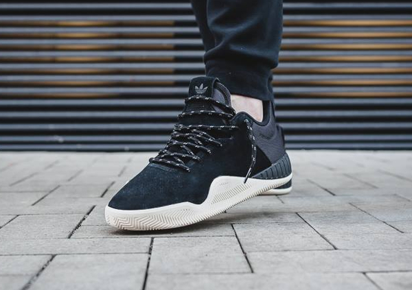 Chaussure Adidas Tubular Instinct Low Suede Core Black (daim noir) (1)