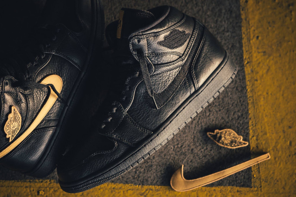 Chaussure Air Jordan 1 Retro High BHM 2017 Black Metallic Gold (2)