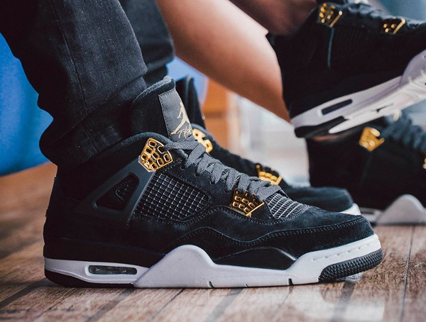 Chaussure Air Jordan 4 Retro 'Royalty' Black Metallic Gold (daim noir) (1)