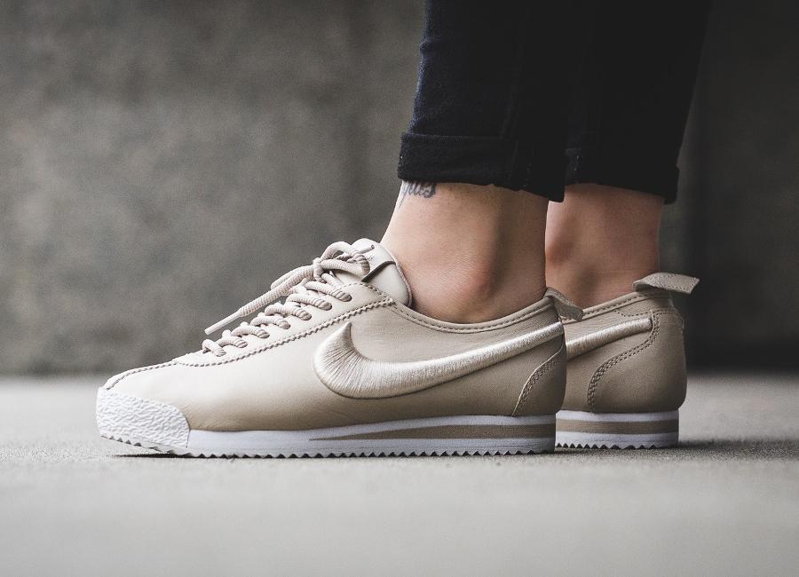 Chaussure Nike Cortez 72 SI Oatmeal Ivory Beige (Swoosh brodé) femme (1)