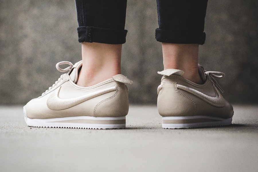 nike cortez 39 72 si 39 oatmeal ivory 39 beige swoosh brod femme. Black Bedroom Furniture Sets. Home Design Ideas