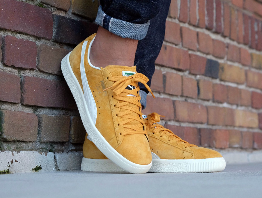 Chaussure Puma Clyde Premium Core 'Artisan Gold'on feet
