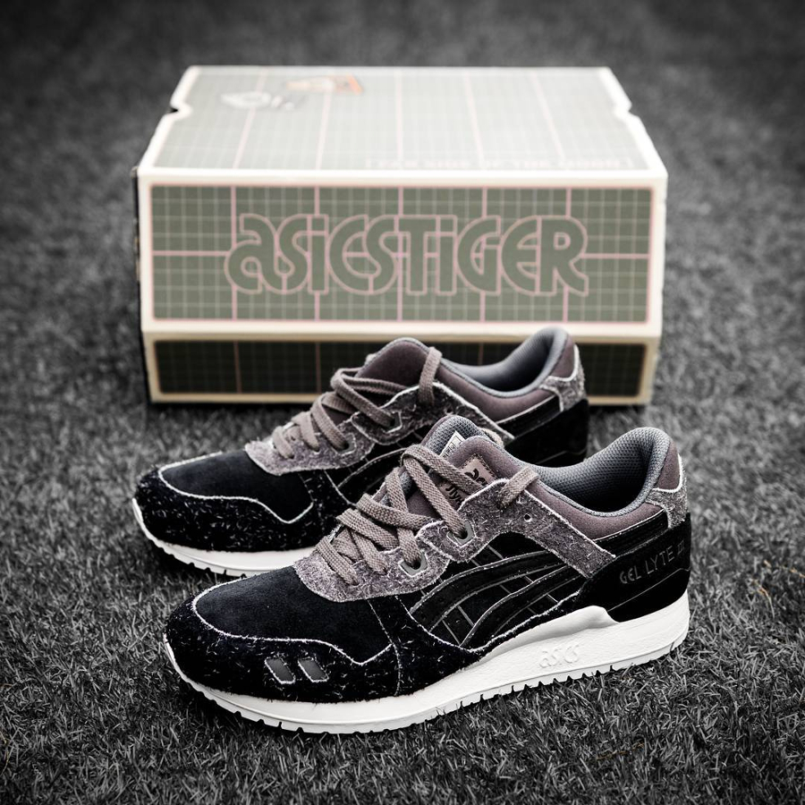 Chaussure Size x Asics Gel Lyte 3 Far Side of the Moon (Black Suede) (2)