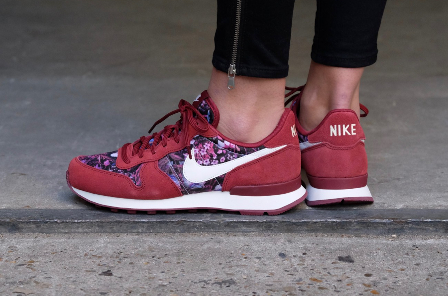 Basket Nike Wmns Internationalist Premium Flowers Team Red (2)