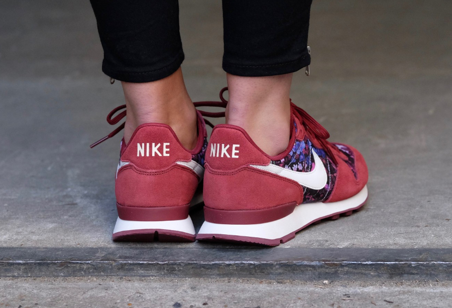 Basket Nike Wmns Internationalist Premium Flowers Team Red (3)