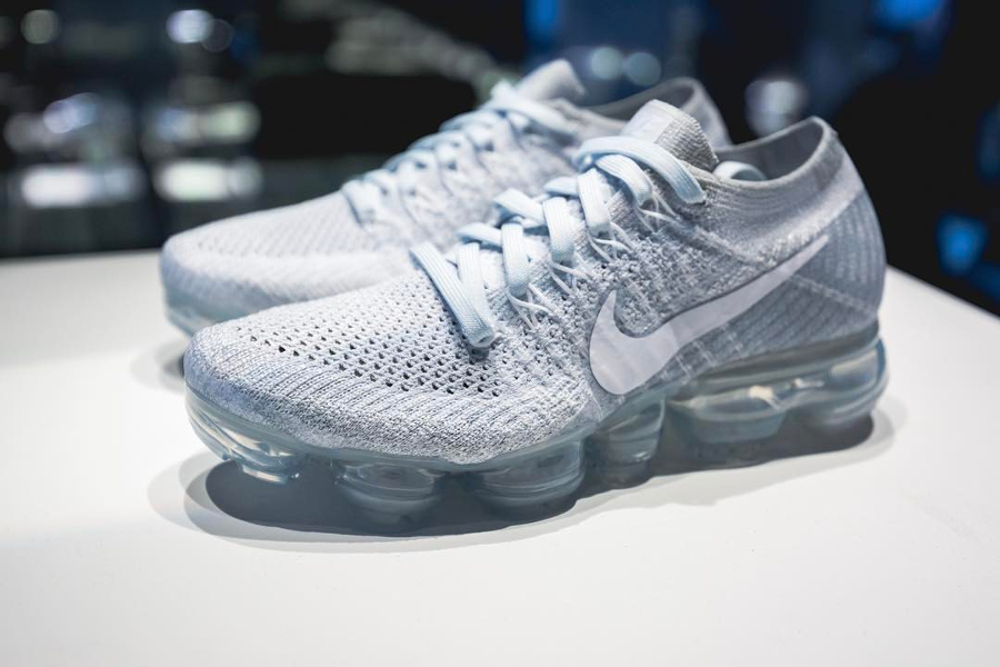 Chaussure Nike Air VaporMax Flyknit Pure Platinum (Air Max Day 2017) (3)