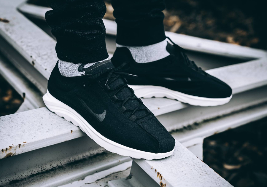 Nike Mayfly Lite 'Black White'