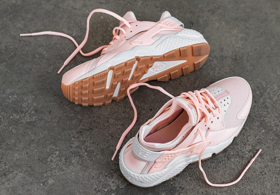Nike Air Huarache femme 'Sunset Tint' (rose pastel)