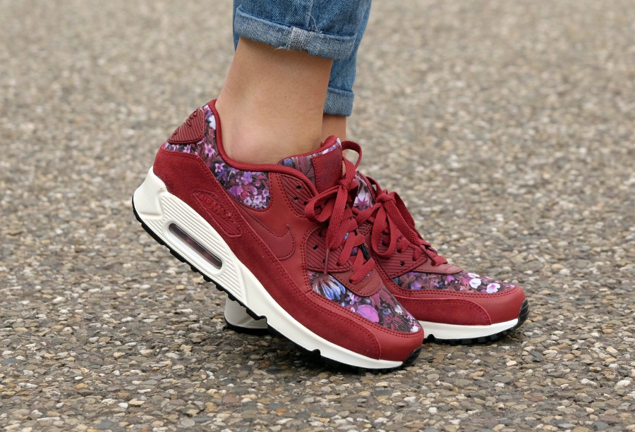 Basket Nike Wmns Air Max 90 Premium Flowers rouge (1)