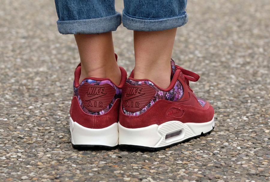 Basket Nike Wmns Air Max 90 Premium Flowers rouge (2)