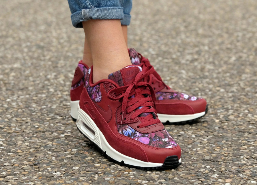 Basket Nike Wmns Air Max 90 Premium Flowers rouge (3)
