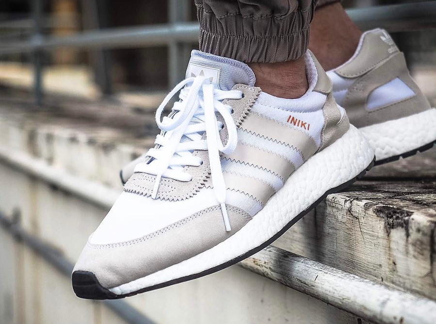 Chaussure Adidas Iniki Runner Boost Pearl Grey grise (homme) (1)