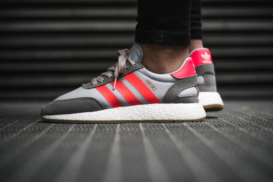 Chaussure Adidas Iniki Runner Boost Solid Grey grise (homme)
