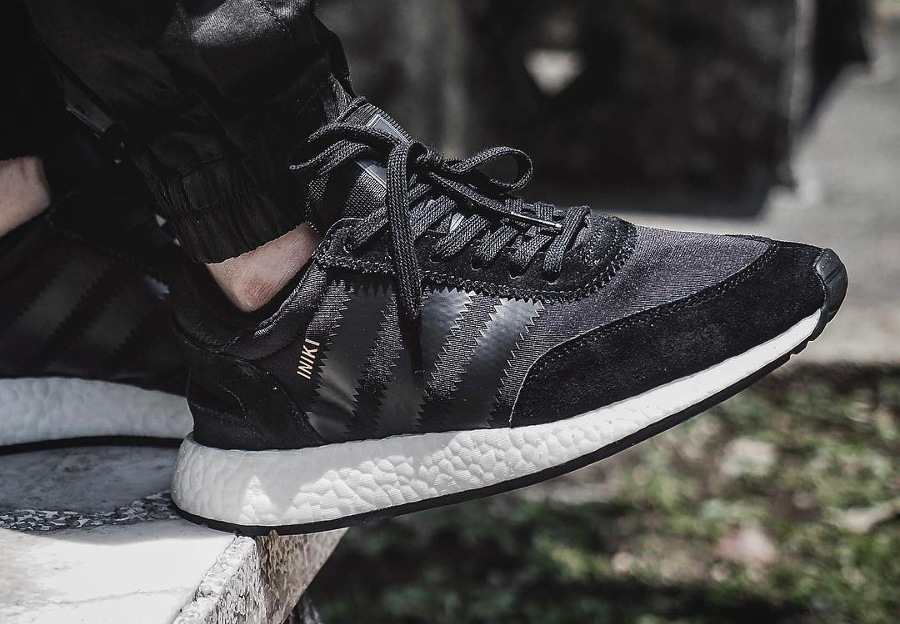 Chaussure Adidas Iniki Runner Core Black noire (homme)