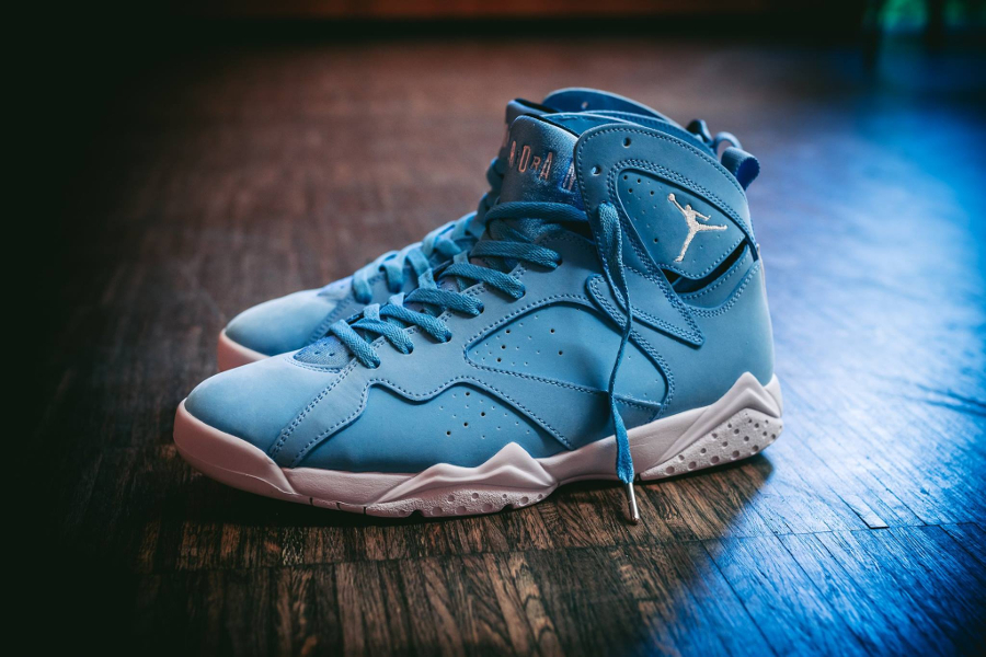 Chaussure Air Jordan 7 VII Retro Pantone Carolina Blue (1)