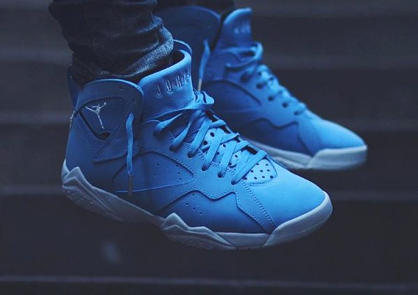 Chaussure Air Jordan 7 VII Retro Pantone Carolina Blue (11)