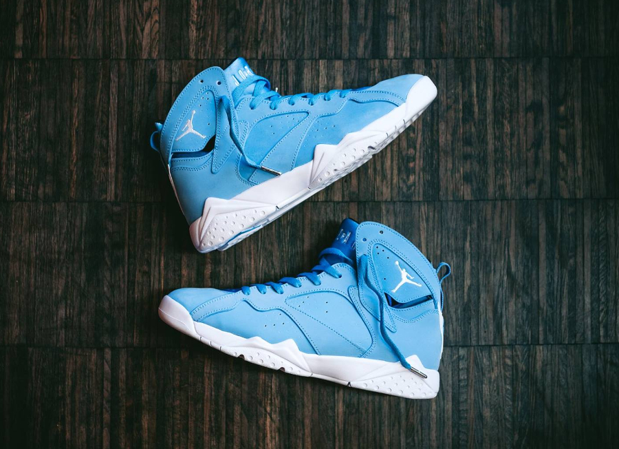 Chaussure Air Jordan 7 VII Retro Pantone Carolina Blue (2)