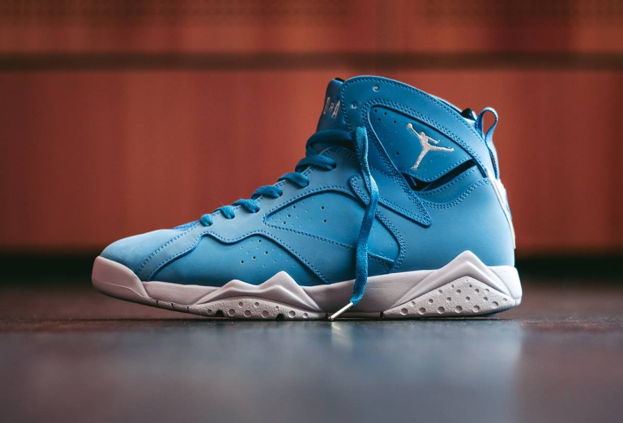 Chaussure Air Jordan 7 VII Retro Pantone Carolina Blue (8)