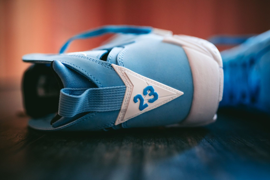 Chaussure Air Jordan 7 VII Retro Pantone Carolina Blue (9)
