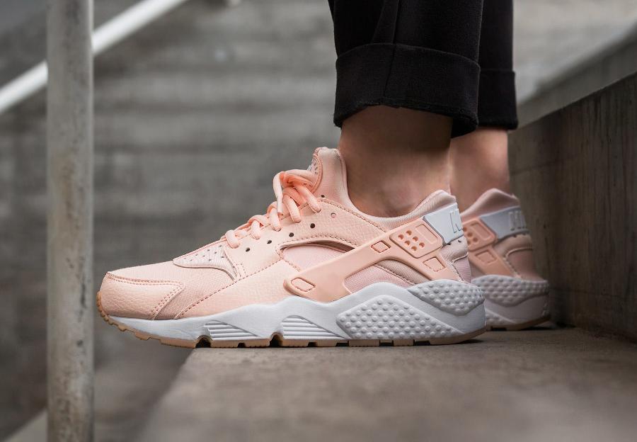 Chaussure Nike Air Huarache femme Sunset Tint (rose pastel)