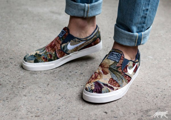 Chaussure Nike SB Janoski Slip On PRM Floral Grandma's Couch (1)