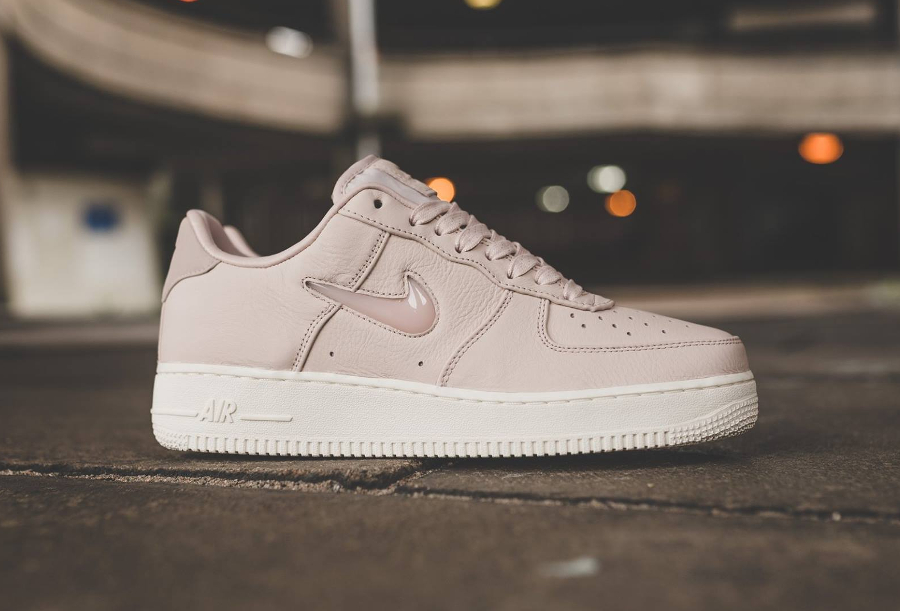 Chaussure NikeLab Air Force 1 Low Premium Stil Red (1)