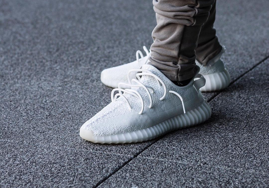 new arrival afd2b 5bb95 Restock] Adidas Yeezy 350 Boost V2 Blanche 'Triple White' 2018