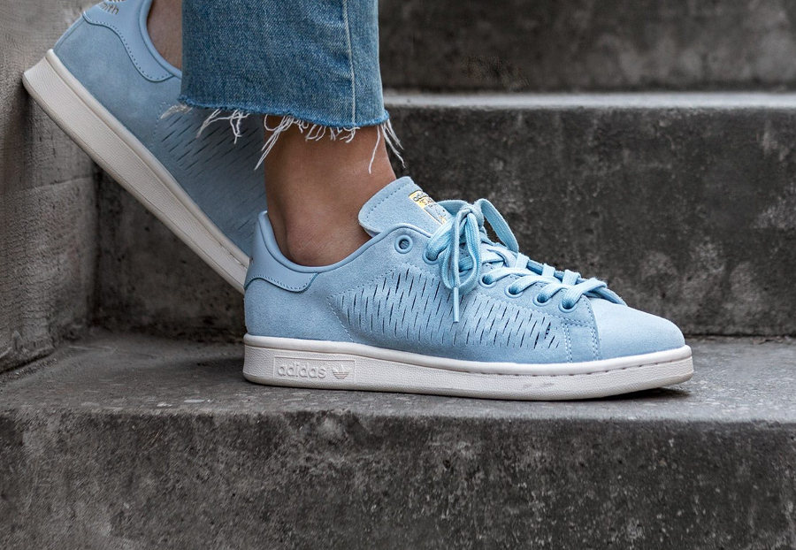 photos officielles 81461 7f265 Adidas Originals Stan Smith Daim Perforé Bleu Pastel (femme)