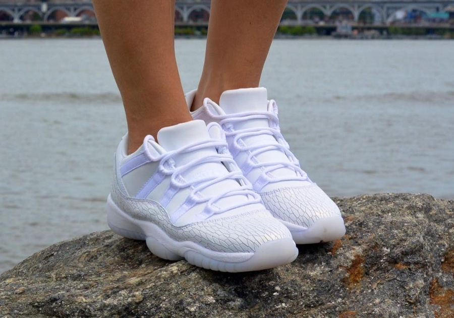 Chaussure Air Jordan 11 femme Retro Low PRM Heiress (blanche) (1)