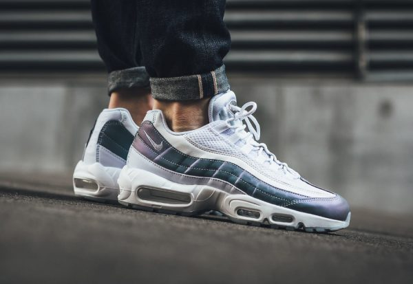 premium selection 7ff3a f13ee Chaussure Nike Air Max 95 PRM Iridescent Glacier Blue (3)