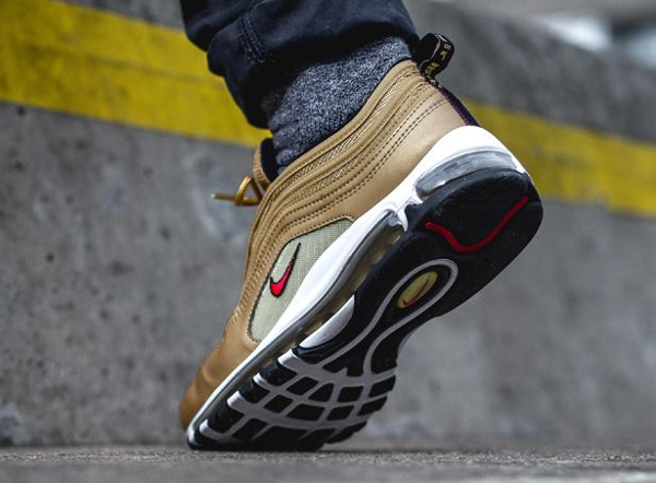 Chaussure Nike Air Max 97 OG QS dorée Metallic Gold Bullet (homme) (3. Photos : The Drop Date & Size?
