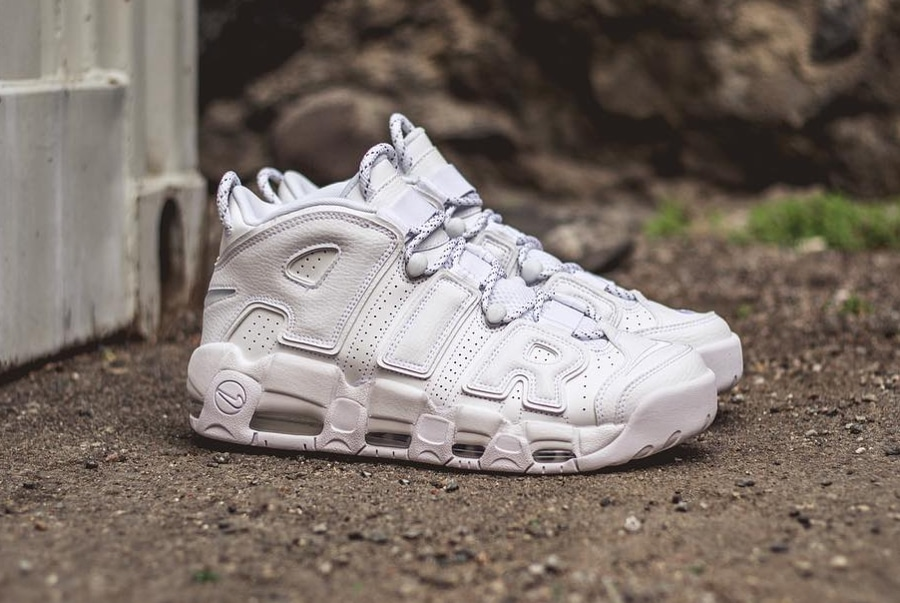 Chaussure Nike Air More Uptempo Blanche Triple White (2)