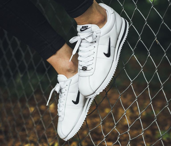 best sneakers on wholesale official Nike Cortez Basic QS blanche 'Jewel Swoosh' : où l'acheter ?