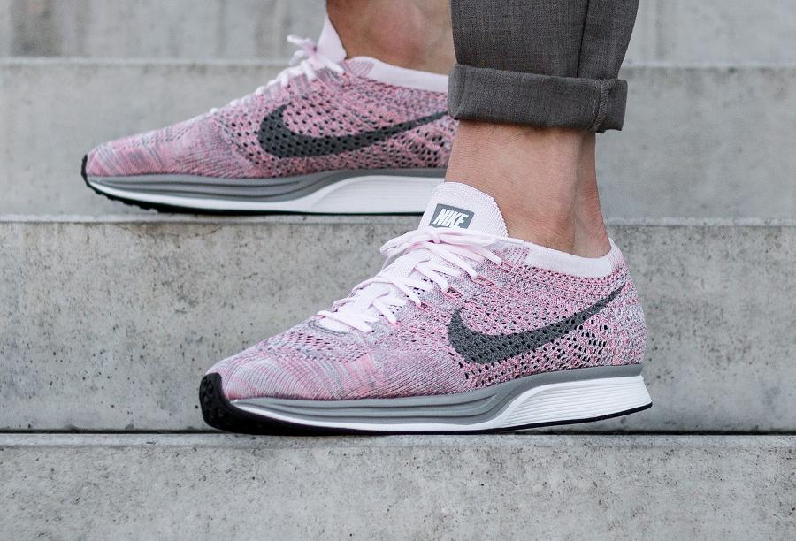 Chaussure Nike Flyknit Racer Strawberry Pastel Macaron (1)