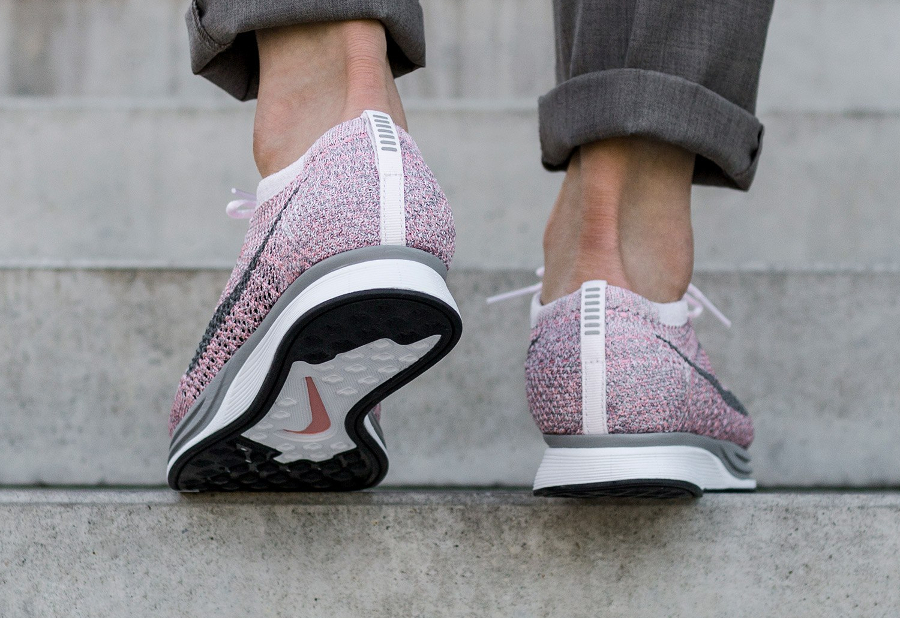 Chaussure Nike Flyknit Racer Strawberry Pastel Macaron