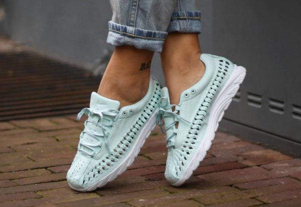 Chaussure Nike Wmns Mayfly Woven QS Fiberglass (Pastel Satin) e722e0ab075e