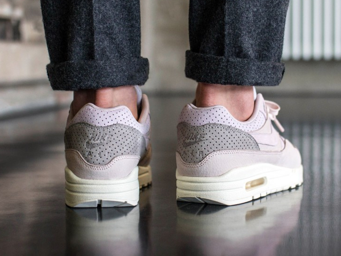 check out 543a5 b0afb Chaussure NikeLab Air Max 1 Pinnacle Rose Arctic Pink homme (2)