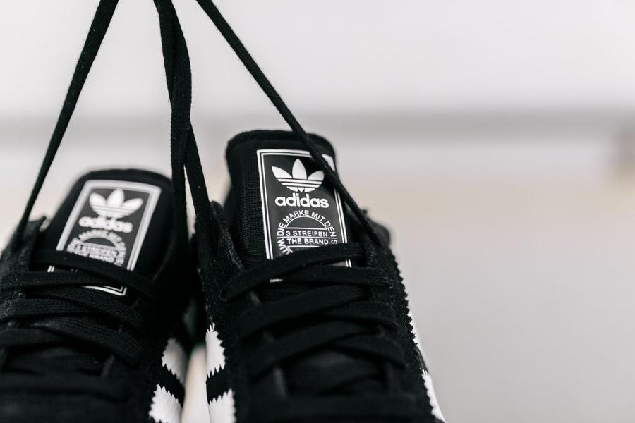 Basket Adidas Iniki Runner Black Gum (4)