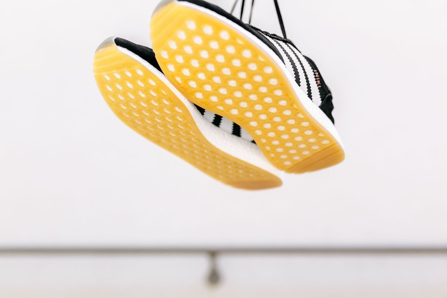 Basket Adidas Iniki Runner Black Gum (5)