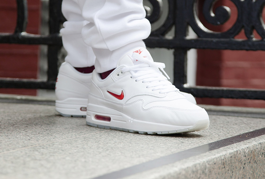 Basket Nike Air Max 1 Premium Jewel White Red (2)