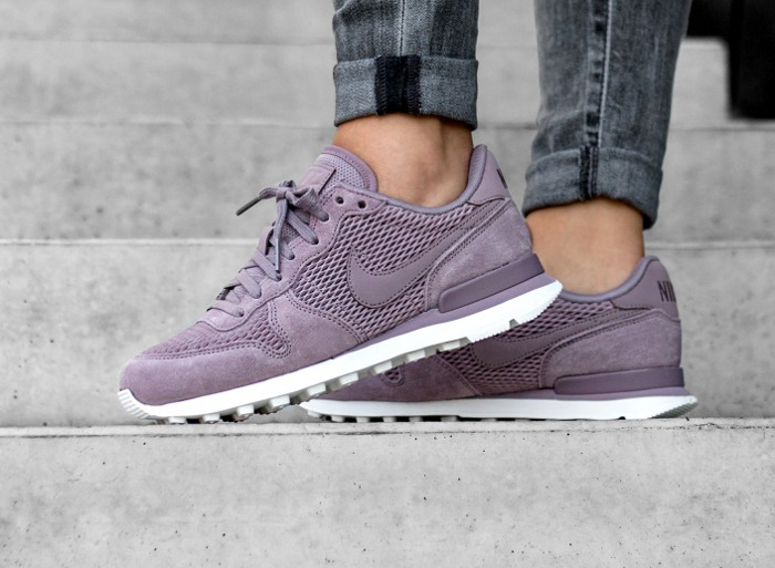 Basket Nike Wmns Internationalist Premium Suede Taupe Grey (1)