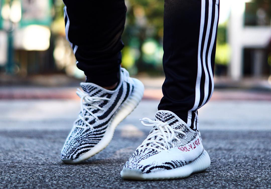 Chaussure Adidas Yeezy 350 boost V2 SPYL Zebra (rayures blanches et noires) (1)