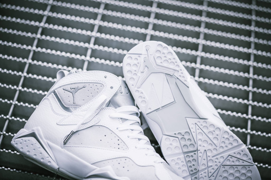 Chaussure Air Jordan VII 7 Retro Blanche Pure Money (2)