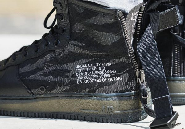 Nike Special Field Air Force 1 Mid 'Tiger Camo' (quickstrike)