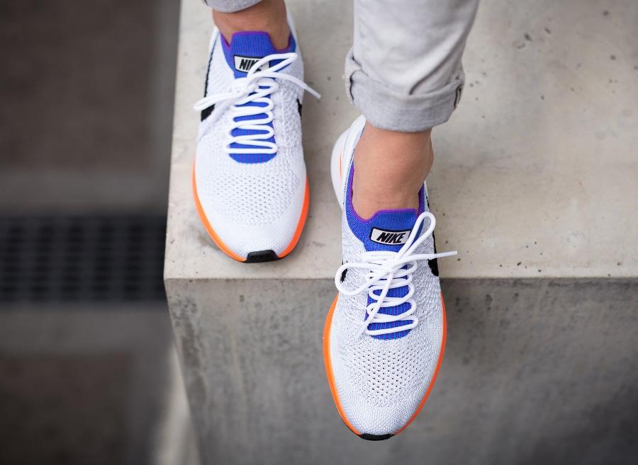 Chaussure Nike Mariah Flyknit Racer Hyper Crimson (2)